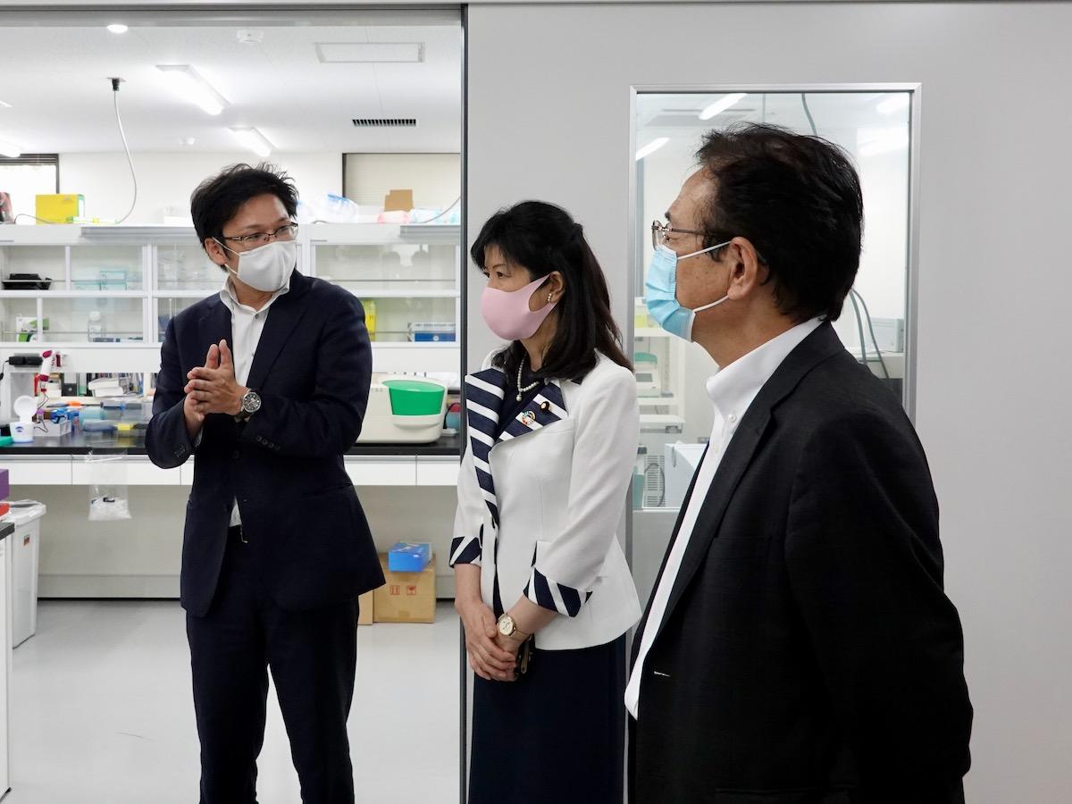 上野文部科学副大臣がASHBiを視察